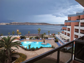 Photo: 13.10.07St Paul's Bay,Qawra : hôtel Dolmen, chambre, vue matinale vers baie