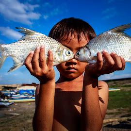 Eyes by Dương Dương Phan - Babies & Children Child Portraits ( love, children, fisheyes, fish, baby, vietnam, funy, vietnamese, eyes, cute, child )