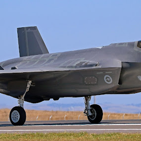 F - 35 joint strike fighter by Simon  Rees - Transportation Airplanes (  )