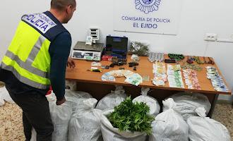 Cae un clan de la marihuana en Vícar