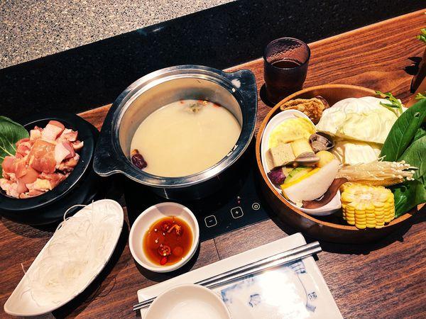 這一小鍋,CITYLINK松山貳號店,一人也可享受麻辣鍋等平價鍋物,湯頭專門復刻經典的好味道。
