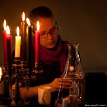 Photo: Alchimistin bei der Arbeit