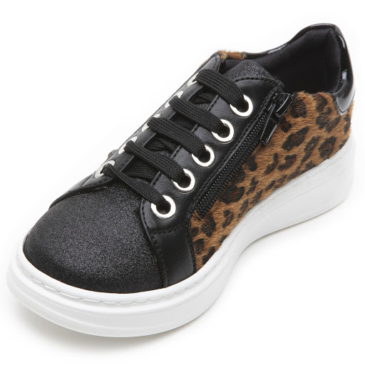 Thumbnail images of Step2wo Chrissie - Leopard Trainer