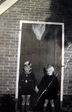 Photo: Lute Hilberts Jzn. en Lammie Hilberts Js. dochter 1952