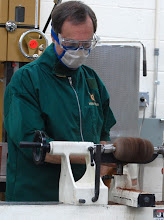 Photo: Usually during a demo he doesn't wear a dust mask, so that he can be heard, but he was convinced by safety-conscious members to wear one. He was loud and clear.