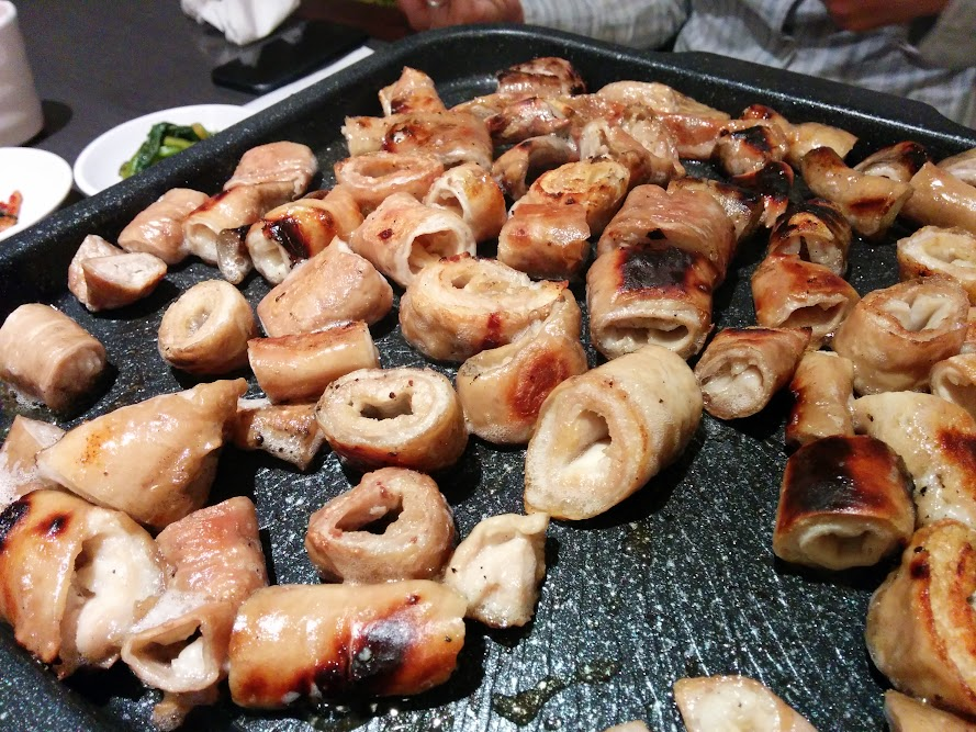 A picture of barbecued pork intestines or makchang at ho shin tang