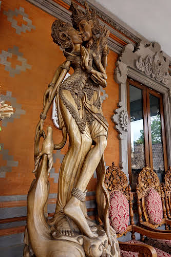Indonesia. Crafts . Chairs and statues for the house