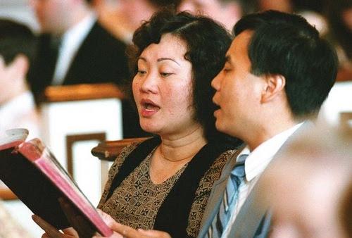 Phan Thị Kim Phúc cùng với chồng tại một Hội Thánh tại Canada