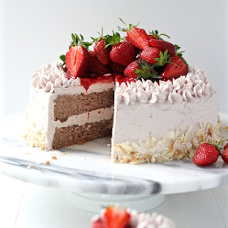 DREAMY GLUTEN FREE STRAWBERRY CAKE & NOT-TOO-SWEET STRAWBERRY MERINGUE BUTTERCREAM