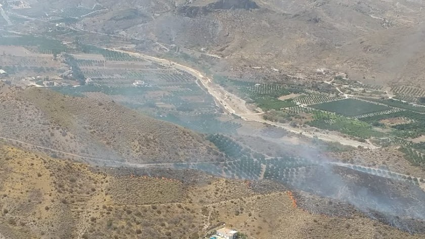 Imagen del incendio en Cantoria publicada por el Infoca.