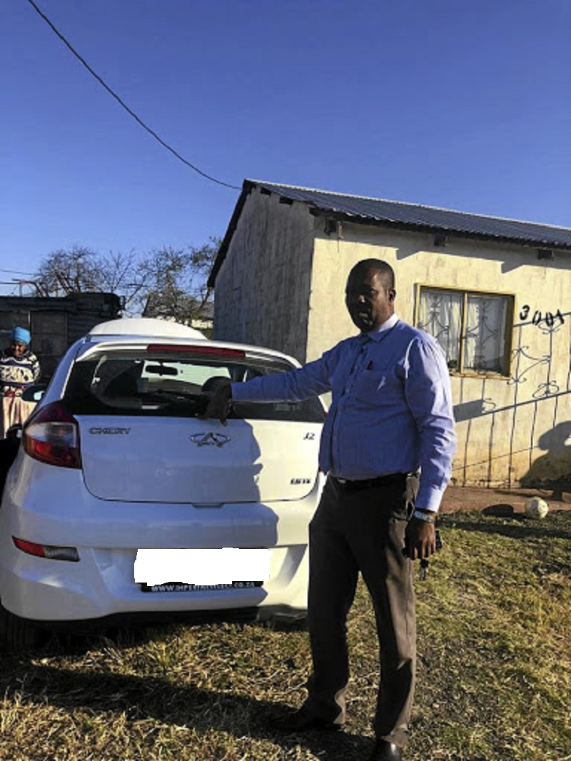 Captain Themba Mvelase with the car Jadine Bennet had lost hope of getting back after a so-called spotter disappeared with it.