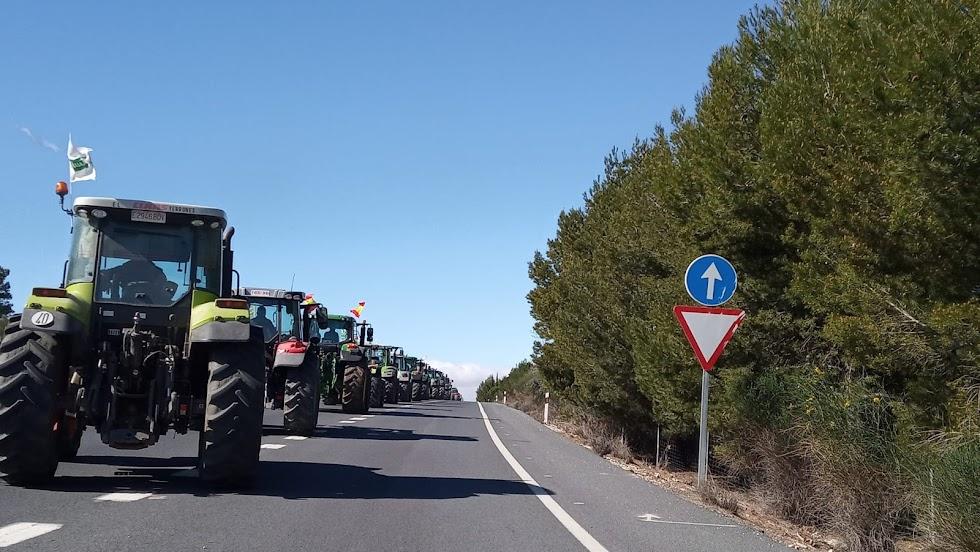 La caravana con destino a El Contador. Foto: Asaja