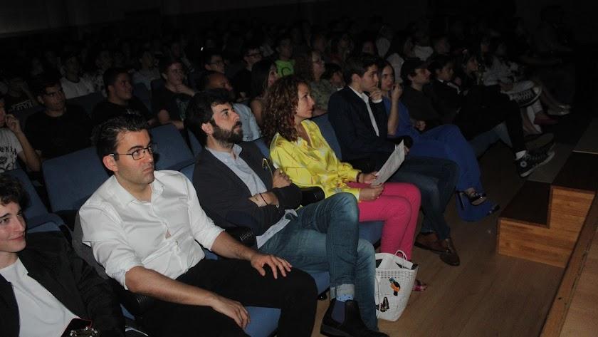 En primer término, Carlos Aguilera, Manuel Capilla y Eva Almaya,  parte del jurado de la modalidad de ficción, categoría juvenil.