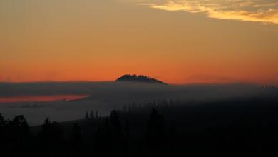 Photo: 29 września... Czas na zdobycie najwyższego szczytu Polski, Rysów (słowacki wierzchołek posiada wysokość 2503m). Wschód słońca w rezerwacie Białki na pograniczu Spisza i Podhala.