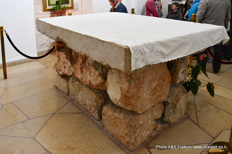 В церкви монастыря кармелитов в Мухраке на горе Кармель. Гид в Израиле Светлана Фиалкова.