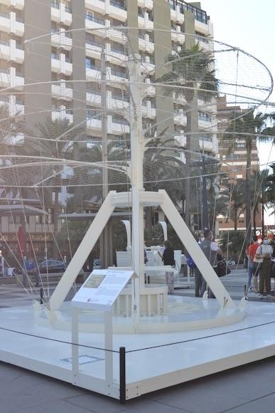 Exposición sobre Leonardo Da Vinci en la Plaza de las Velas.