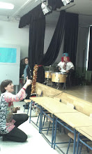 Photo: Actuación de 3º y la maestra Rocío dirigiendo