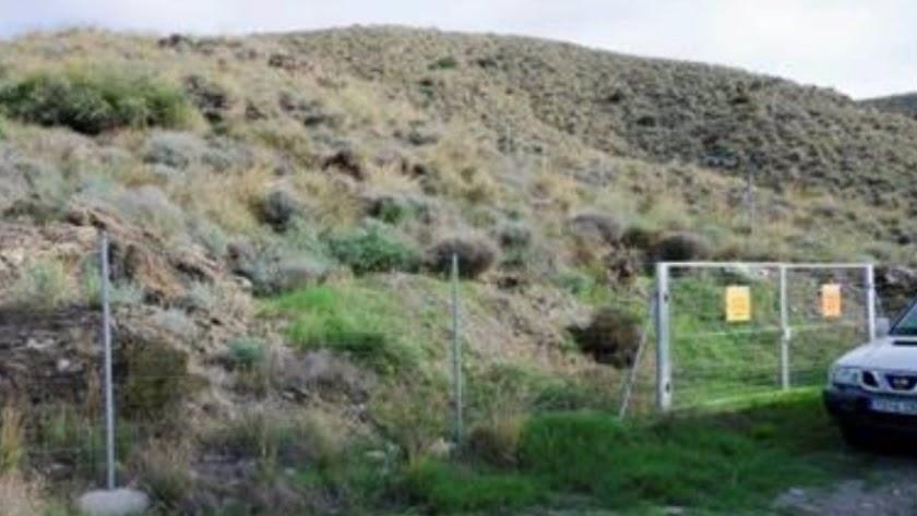 Vallado en una de las zonas de acceso restringido en Palomares (Cuevas del Almanzora, Almería).