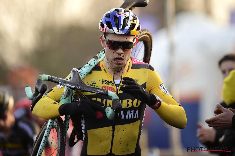 """Wout van Aert had niet om meer kunnen vragen bij comeback in het veld: """"Als je vooraan rijdt, geniet je daar echt van"""""""
