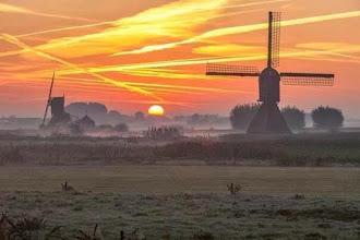 Photo: Landschappen Molens in de ochtendnevel. Foto: Nathalie van der Linden.