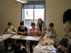 Photo: Lördag och dags för workshops! Hos Triinu Andreassen var det estnisk spetsstickning som gällde.