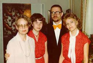 Photo: 19820525 Salli, Sanna, Asko, Salla - väitös