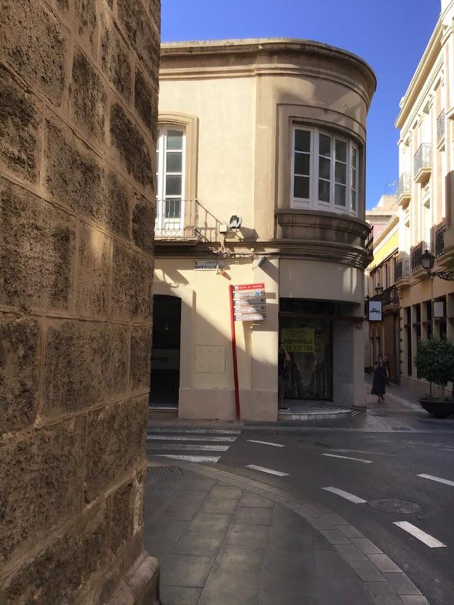 Lugar propuesto acceso a calle Tiendas desde Santiago.