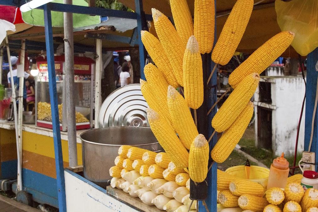 Из-за тайфуна свежей кукурузы у нас не было, вся она с какими-то засохшими клювиками