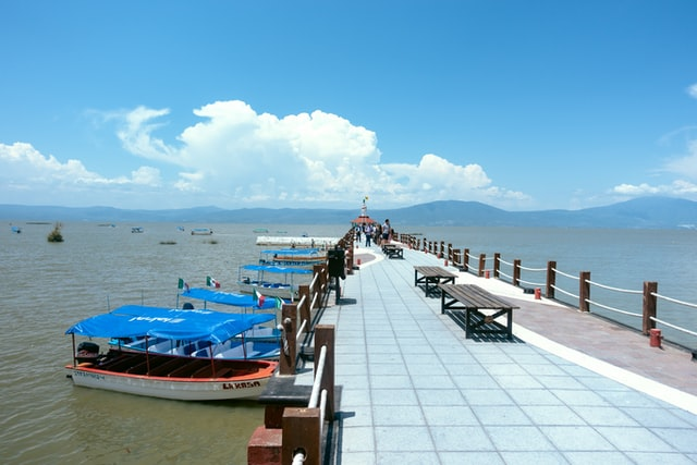 A lot of American retirees chose to move to Chapala.