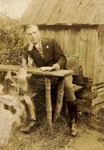 Photo: Franciszek Zubek -zginął w Oświęcimiu 1941 r. Zdjęcie zrobione w latach 20-tych przed szkołą w Rogoźniku.