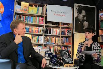 Photo: Hoerdur Torfason in Tjaša Koprivec  Foto: Manca Čujež/založba Sanje