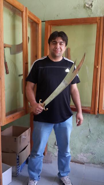 At binenin (iş bilenin), kılıç kuşananın