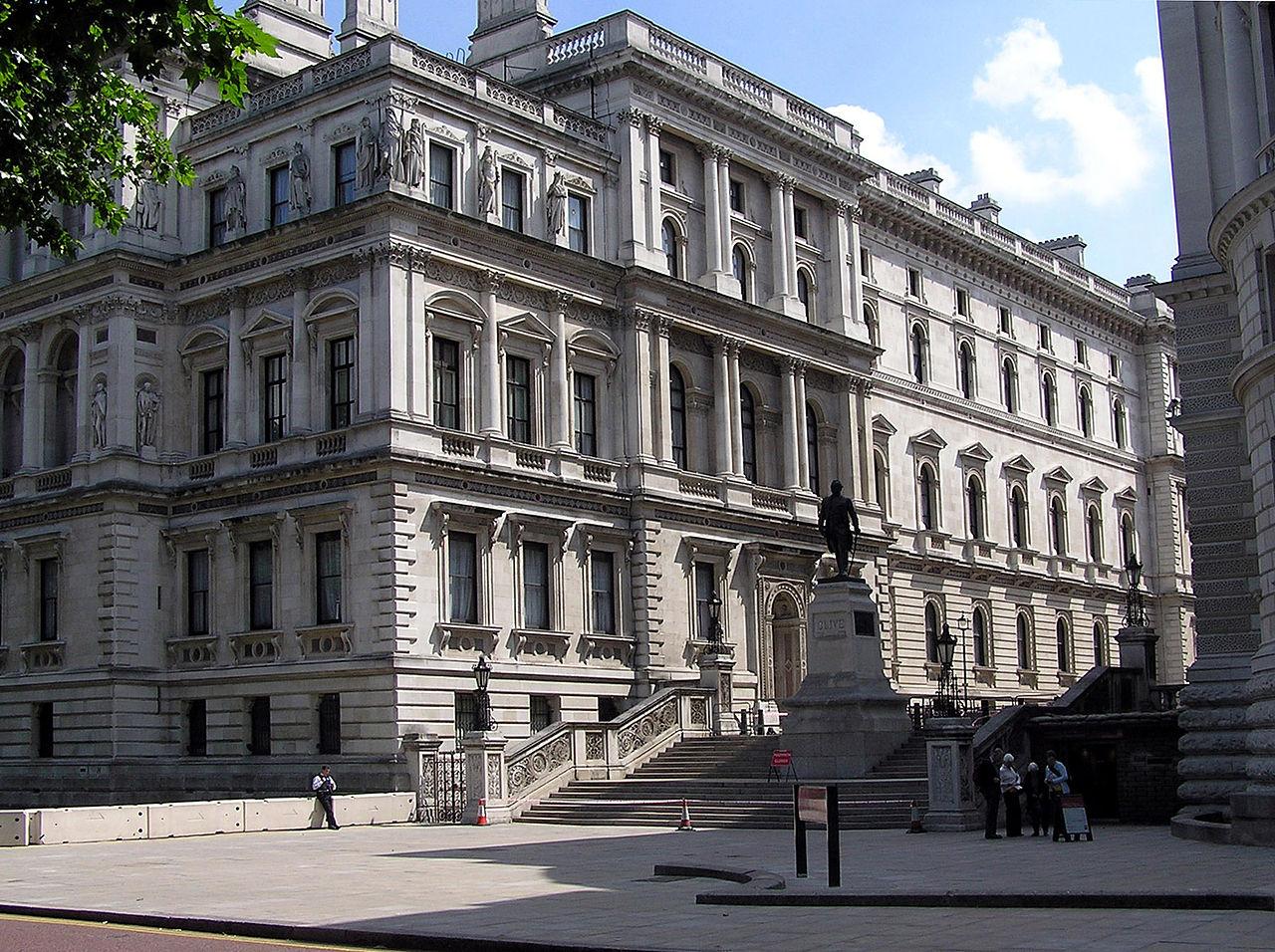 Photo: ロンドンのイギリス外務省  Photo from Wikimedia Commons (public domain). http://commons.wikimedia.org/wiki/File:Foreign.office.london.arp.jpg  『ロシア・ハウス』 http://goo.gl/YR7k9d 『シャーロック・ホームズの冒険 第二の血痕』 http://goo.gl/y0y80s