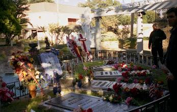 Photo: hroby Elvisovy rodiny