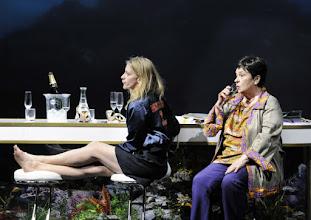 Photo: Wien/ AKADEMIETHEATER: BELLA FIGURA von Yasmin Reza. Inszenierung: Dieter Giesing. Premiere: 3. 4.2016. Caroline Peters, Kirsten Dene. Copyright: Barbara Zeininger