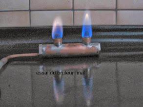 Photo: belles flammes avec une mèche inusable : toile métallique avec comme âme de la laine de fer