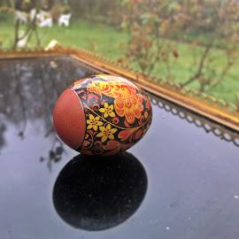Ou de Paste by Dobrin Anca - Public Holidays Easter ( green, egg, garden, brittany, sea )