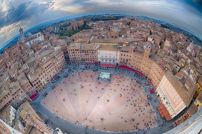 Piazza del Campo di Andrea Izzotti