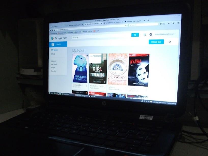 E-book koleksi saya. Bisa dibaca di mana-mana: smartphone, tablet, termasuk laptop berlayar 14 inch.