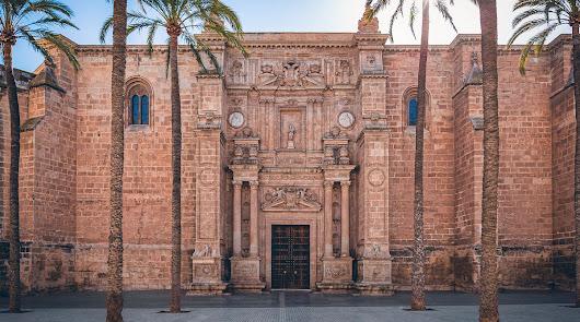 López Urrutia: dando luz al corazón de Almería