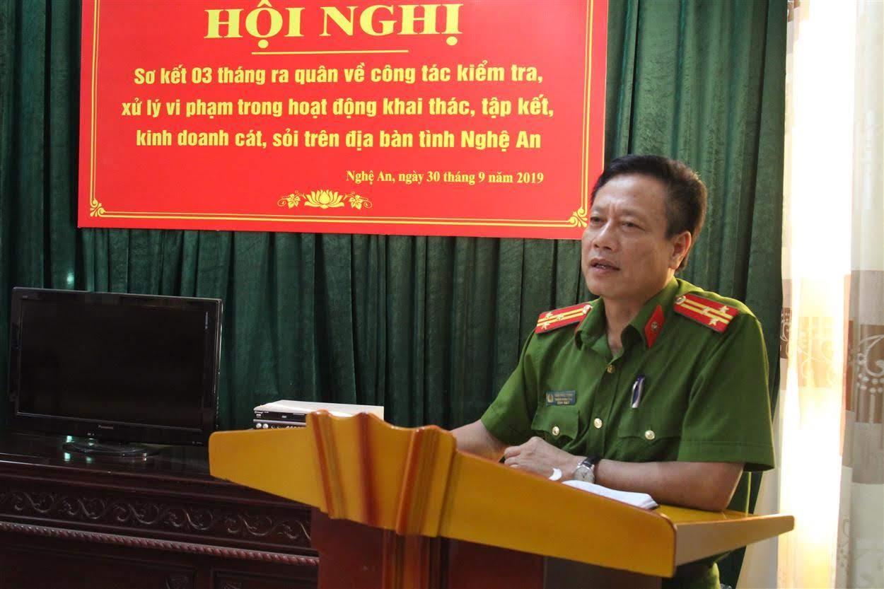 Thượng tá Trần Phúc Thịnh, Trưởng phòng Cảnh sát môi trường phát biểu tại hội nghị