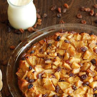 Cinnamon Roll Apple Pie with Raisins.