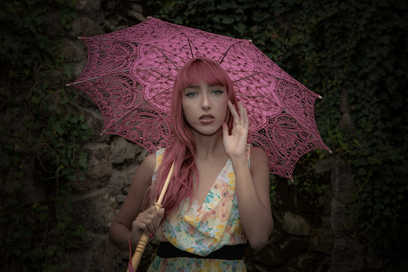 La ragazza con l'ombrellino rosa di NickAdami