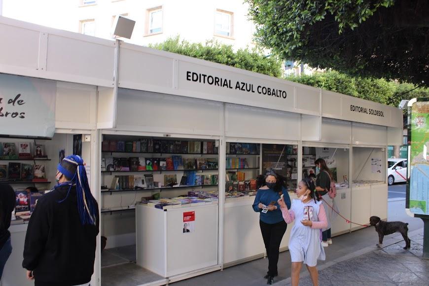 Stands de las editoriales Azul Cobalto y Soldesol.
