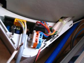 Photo: Localizo el positivo y el negativo que alimentan al boiler
