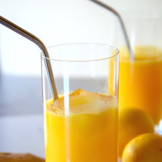 Anti-Inflammatory Lemon Turmeric Tonic