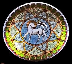 Photo: Lamm Gottes / Glasmalerei in der Dorfkirche zu Qualitz
