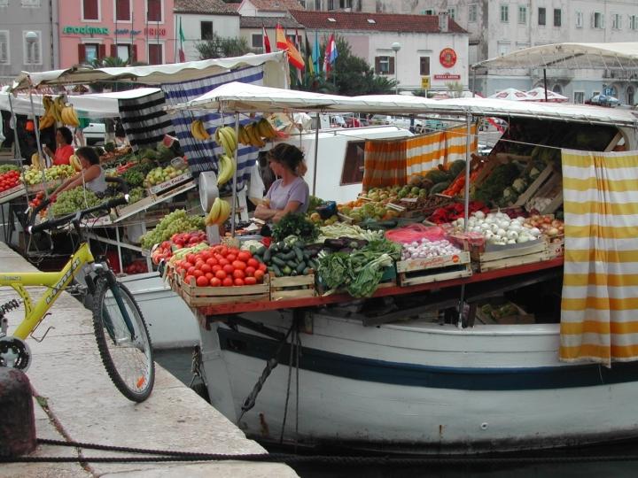 Mercato al porto di clamon
