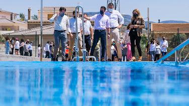Inauguración de la piscina.