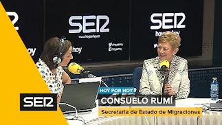 La secretaria de Estado para las Migraciones, Consuelo Rumí, en los estudios de la Cadena SER.